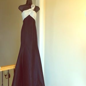 COLORS sz 4 gown formal cruise pageant dress